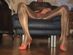 Nasse Strumpfhose - Glanzpissing - EroProfile.wmv
